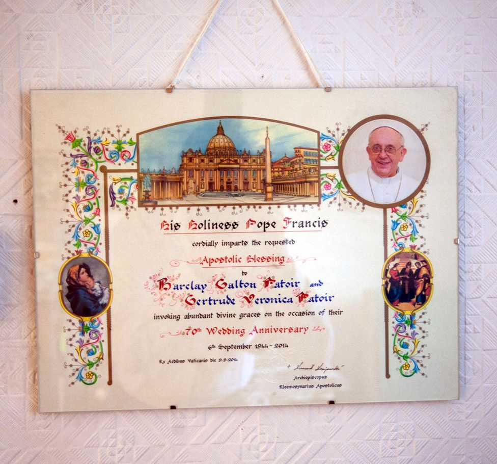 The Pope's congratulations on Trudy and Barclay's 70th wedding anniversary