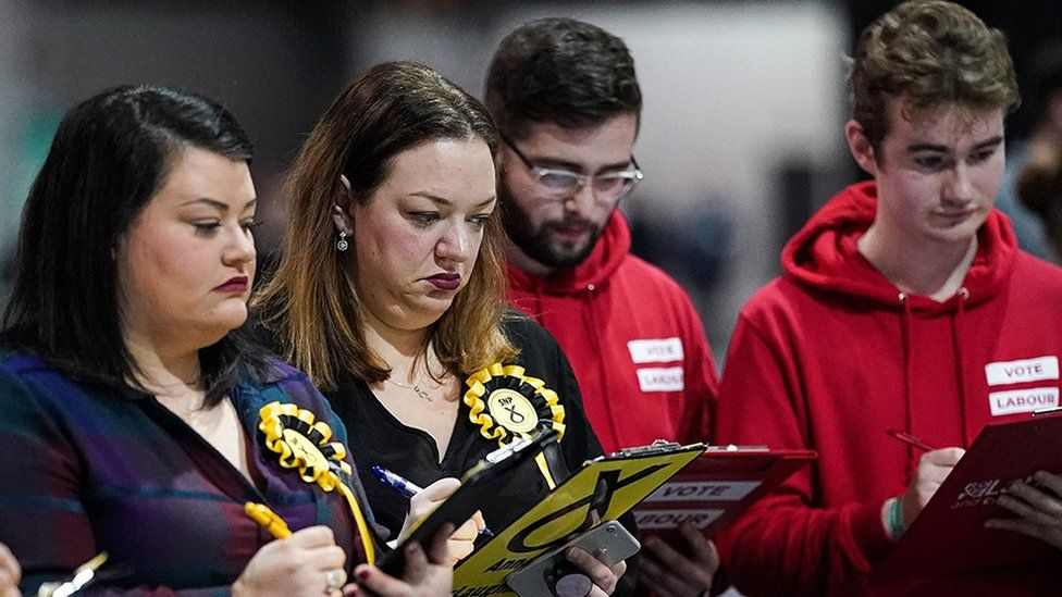 Party representatives at Glasgow count