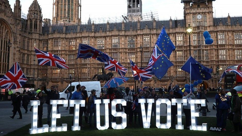 Anti-Brexit protesters outside the Commons