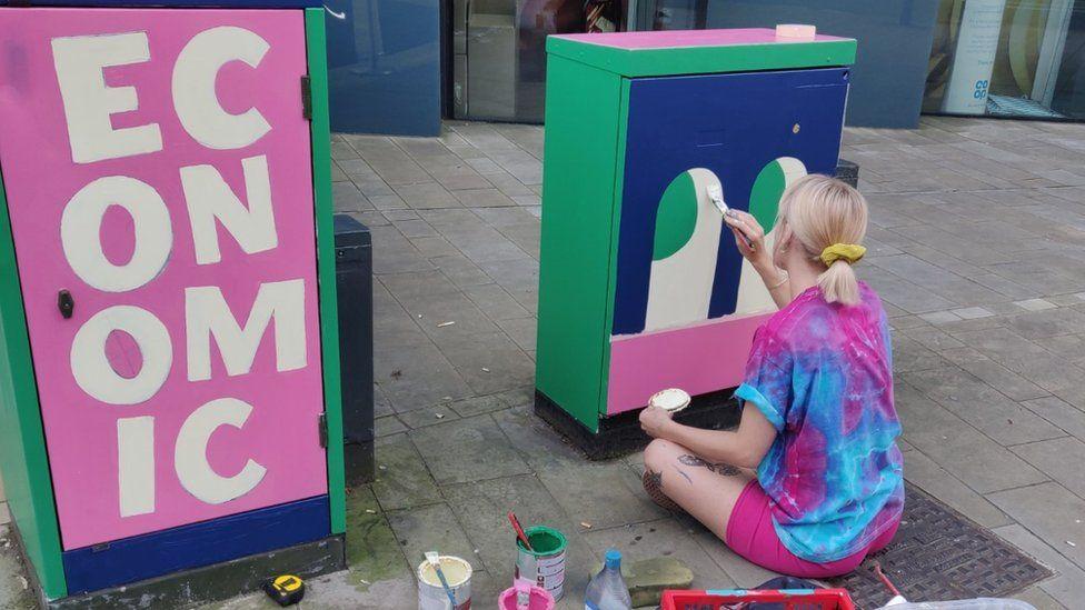 Bobbi Rae painting the boxes