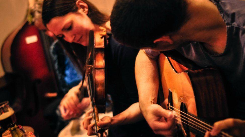 A violinist and a guitarist.