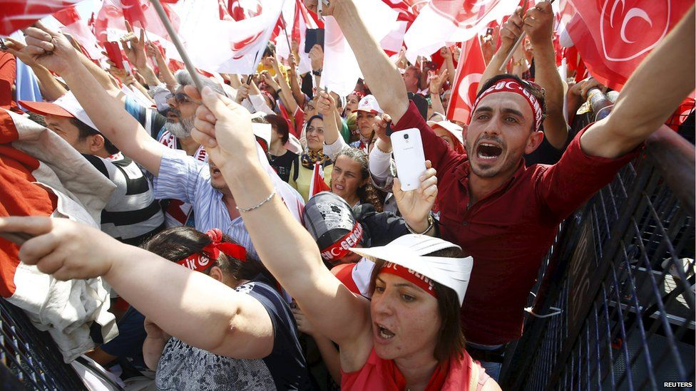 Supporters of the Nationalist Movement Party (MHP) attend an election rally for Turkey's 7 June parliamentary election, in Istanbul, Turkey 31 May 2015