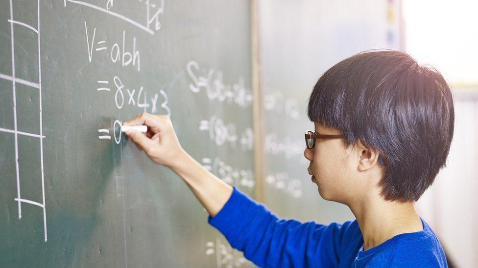 Receita de Cingapura? Professores escolhidos entre elite intelectual e salário equiparado a funções de prestígio