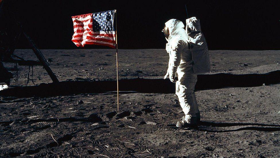 الهبوط على سطح القمر: ماذا تعرف عن مهمة أبولو 11 عام 1969