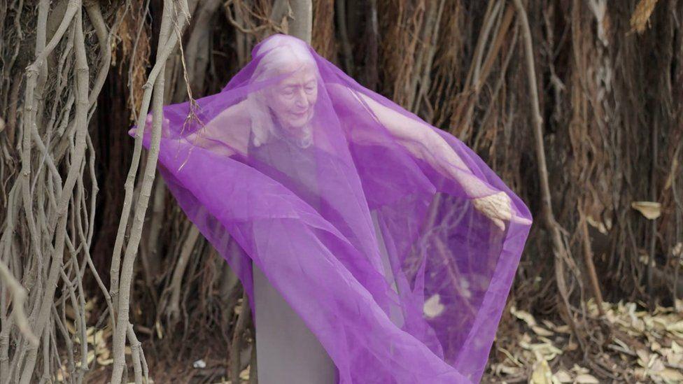 Eileen Kramer dances