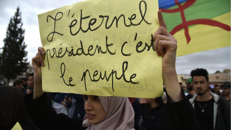 En Algérie, l'armée 'exige' le départ du président Bouteflika