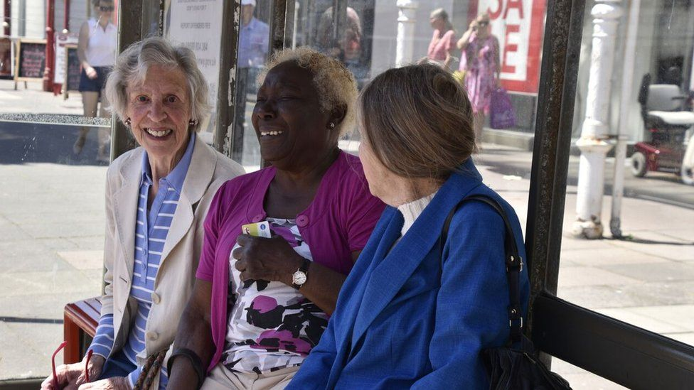 The women at a bus stop
