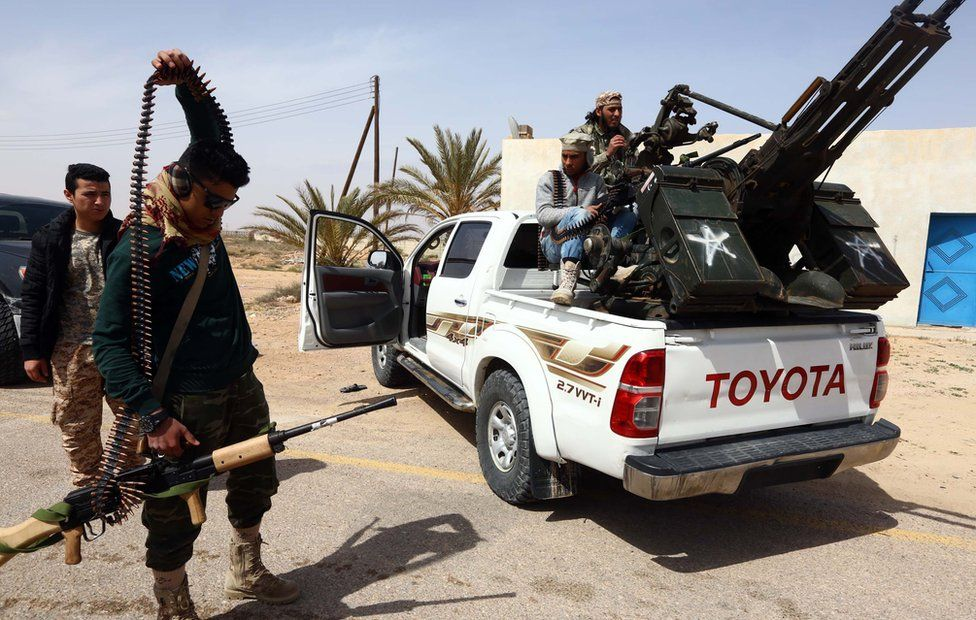 Members of forces loyal to Libya's Islamist-backed parliament General National Congress (GNC) prepare to launch attacks as they continue to fight Islamic State (IS) group jihadists on the outskirts of Libya's western city of Sirte on March 16, 2015