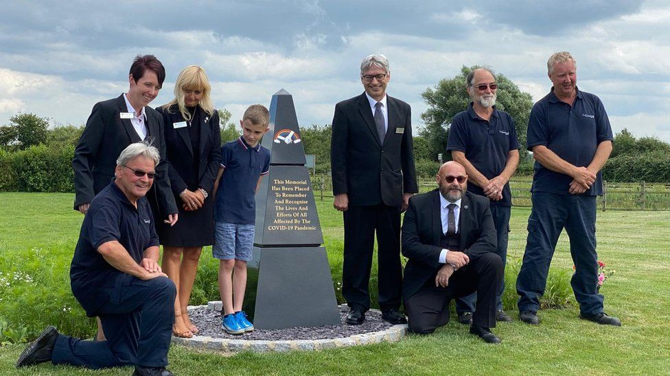 Somerset Covid memorial designed by 10-year-old is unveiled - BBC News