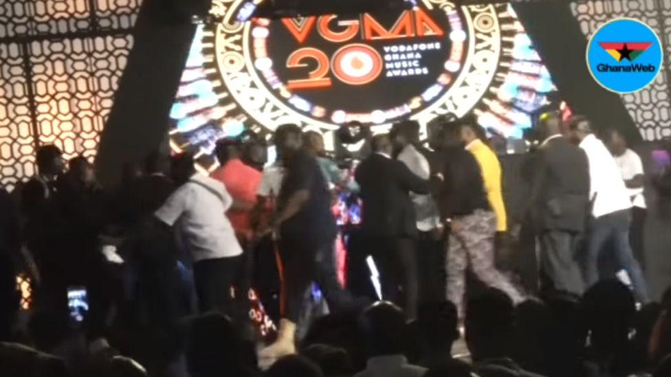 On-stage Stonebwoy-Shatta Wale brawl disrupts Ghana music awards