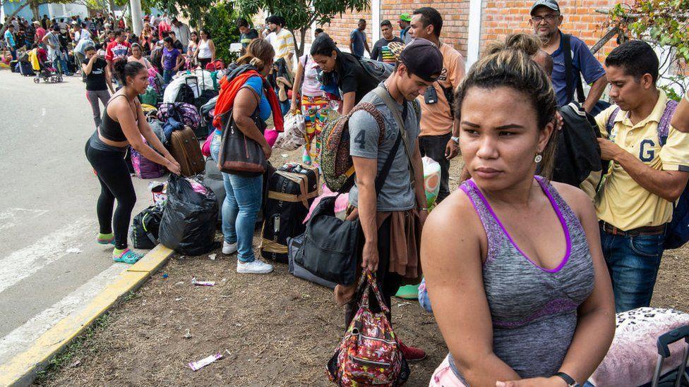 """Crisis en Venezuela: el """"récord"""" de migrantes venezolanos que llegó a Perú ante la entrada en vigor de la """"visa humanitaria"""""""