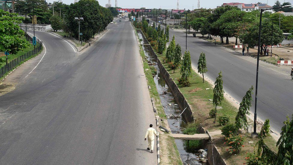 A section of the Ibadan expressway is deserted by motorists following the lockdown by the authorities to curb the spread of the COVID-19 coronavirus in Lagos, on March 31, 2020