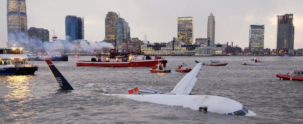 Airbus 320 in the Hudson River (15 Jan 2009)
