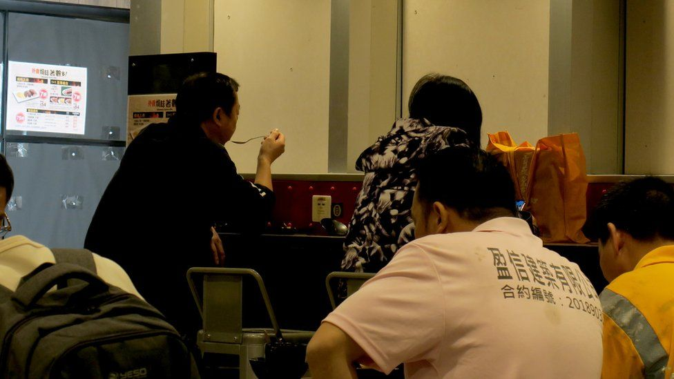 港铁大学站站舍内的美心MX快餐与美心西饼(6/1/2020)