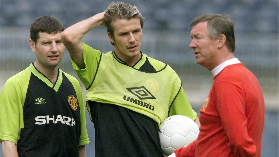 Denis Irwin with David Beckham and Sir Alex Ferguson