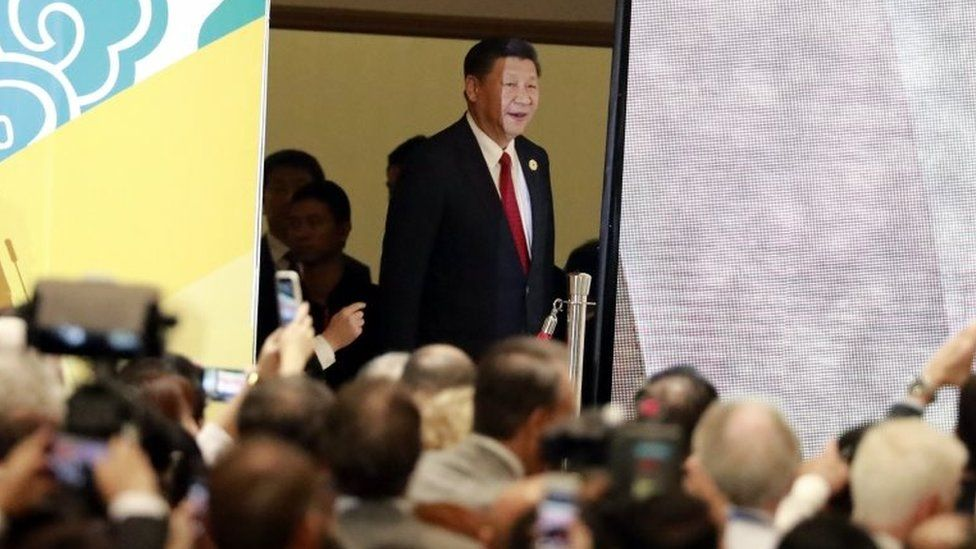 China's President Xi Jinping (C) arrives to speak on the final day of the APEC CEO Summit ahead of the Asia-Pacific Economic Cooperation (APEC) leaders summit in Danang, Vietnam, 10 November 2017
