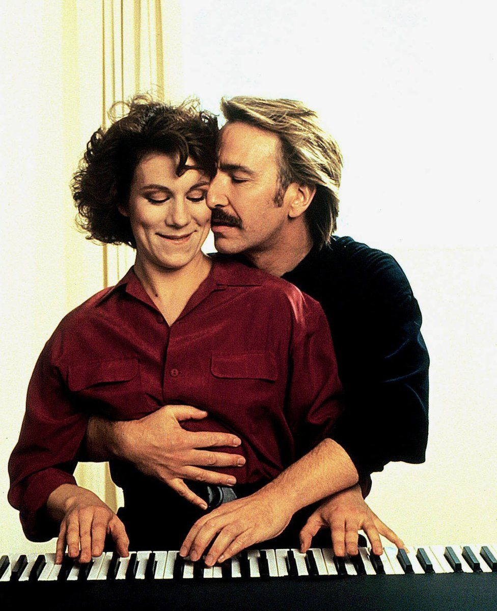 Juliet Stevenson as Nina and Alan Rickman as Jamie in Truly, Madly, Deeply