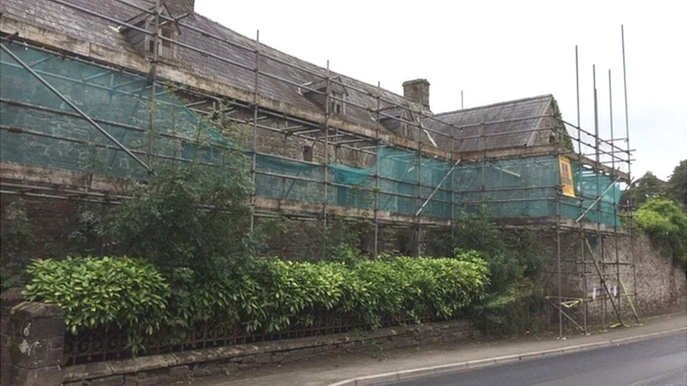 Residents fight to save Laugharne's Island House building