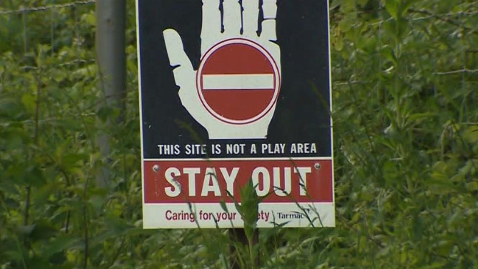 Stay out sign