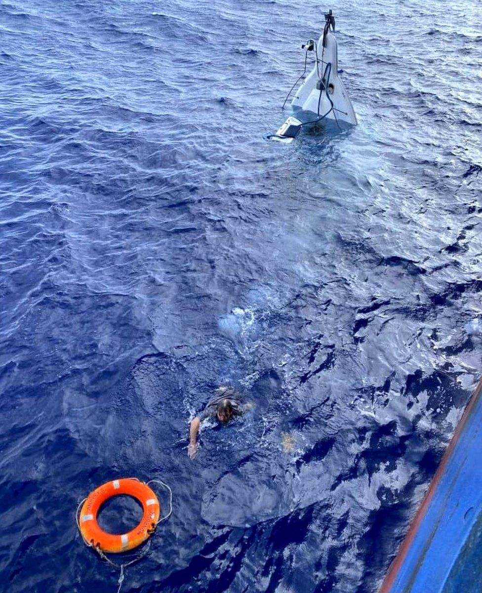 Stuart Bee swims to a buoy