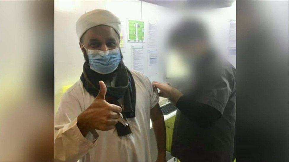 Cllr Aftab Razaq having the Covid vaccine