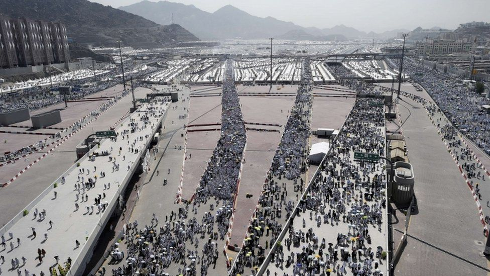 The roads leading to the stoning site at Jamarat, 24 Sept
