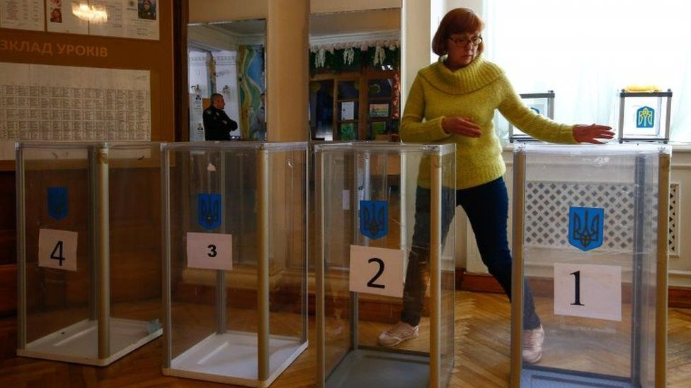 A woman sets up a voting station in Kiev