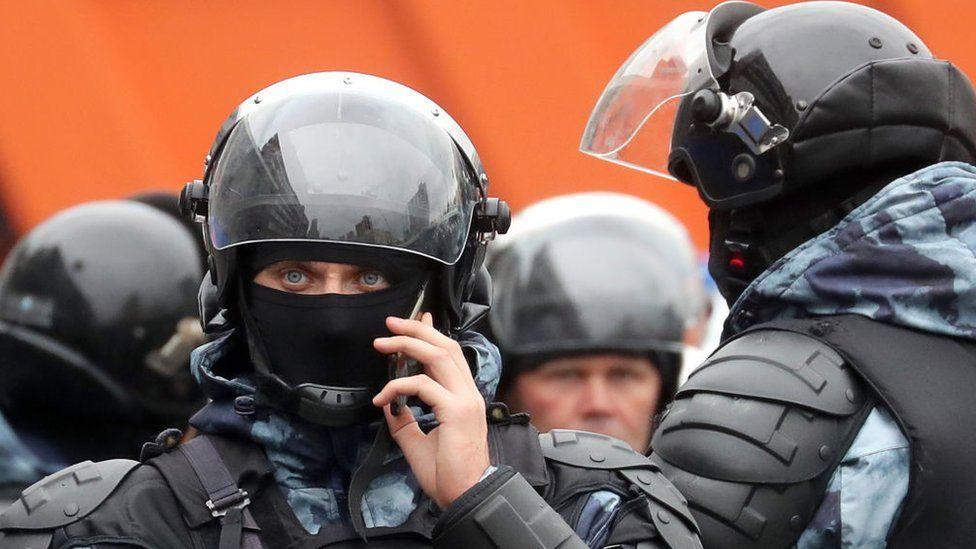 Суд нашел нарушения в протоколе, составленном на избитую на митинге в Москве девушку