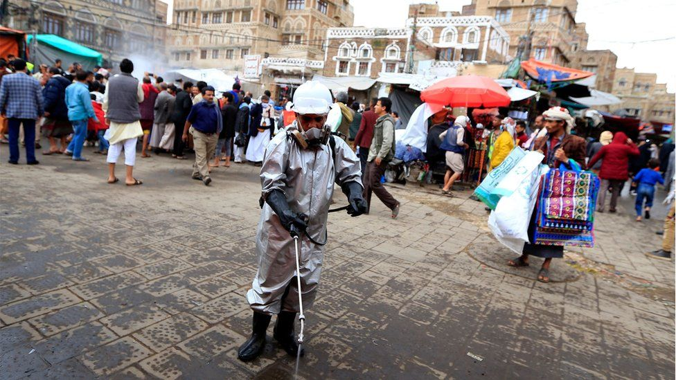 Worker disinfects pavement in the old city market in Sanaa (30/04/20)