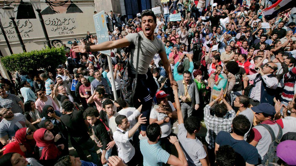 Egyptians protest in Cairo against the decision to return two Red Sea islands to Saudi Arabia (15 April 2016)