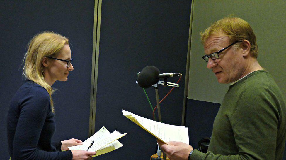 Genevieve O'Reilly a Mark Lewis Jones in Studio