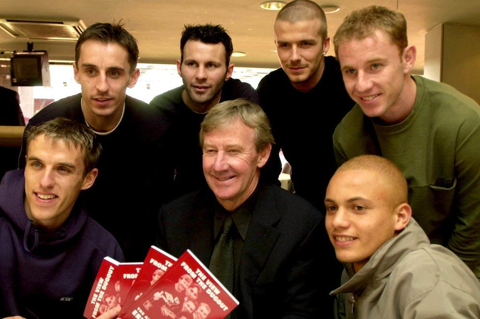 Eric Harrison (centre) with Phil Neville, Gary Neville, Ryan Giggs, David Beckham, Nicky Butt and Wes Brown