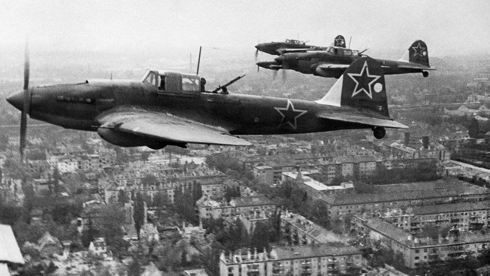 Soviet planes over Berlin 1945