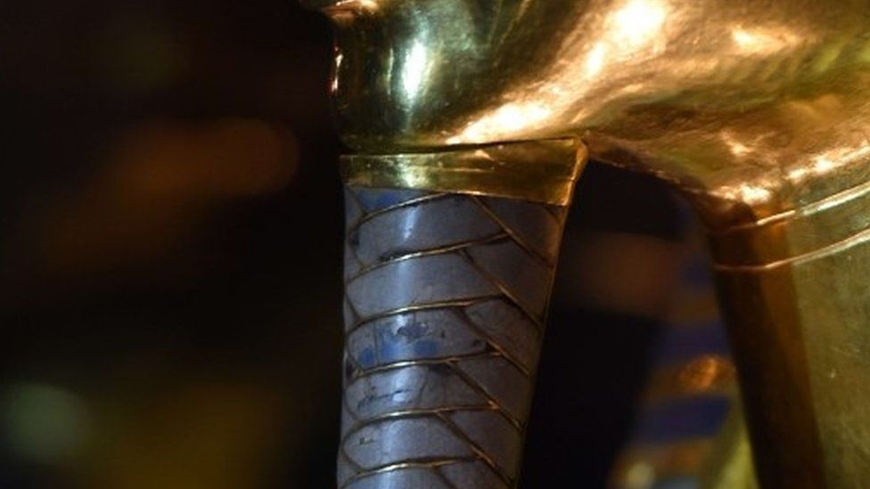 Tutankhamun beard after restoration