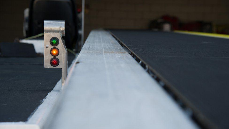 Delta luggage conveyor belt