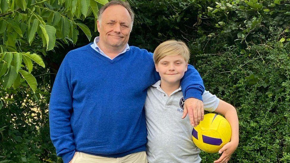 Marco Van Ranst com seu filho Milo