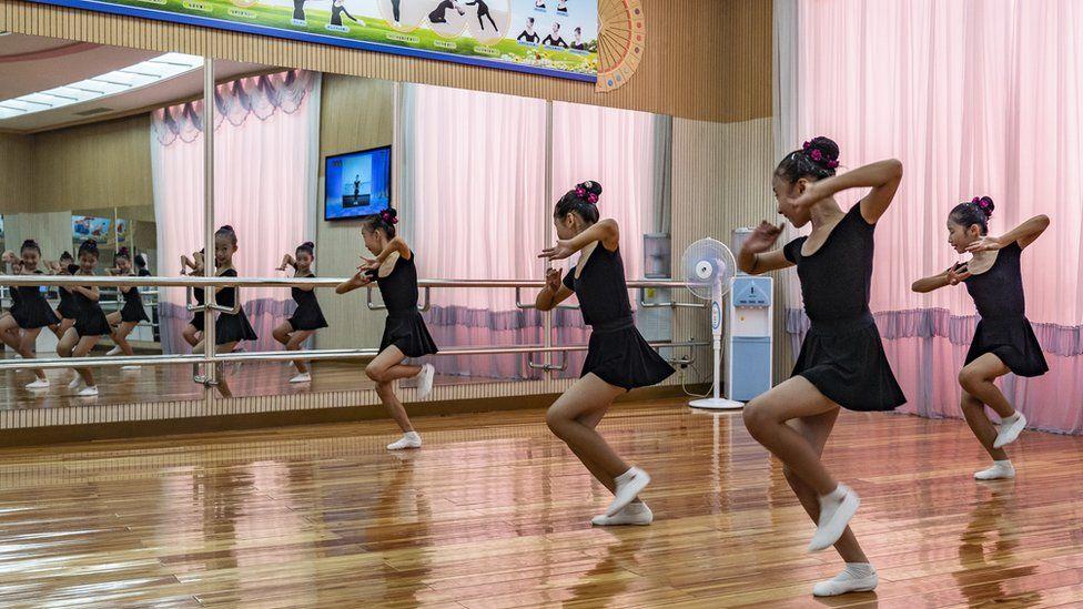 Dance class at the Mangyongdae schoolchildren's palace in Pyongyang