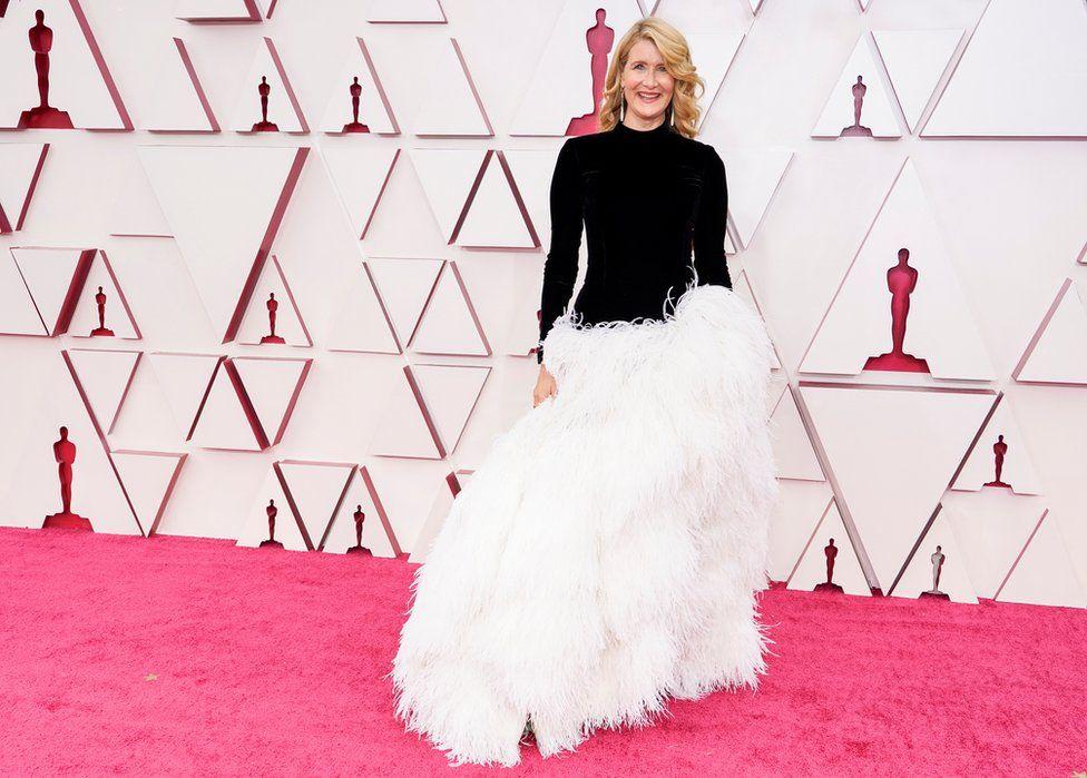 Oscars 2021: 13 major red carpet looks from the Academy Awards thumbnail