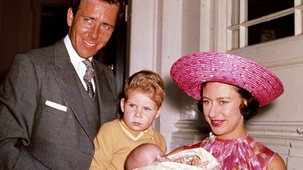 Britains Princess Margaret (R), Lord Snowdon (L), and Viscount Linley (2nd, L) pose for a photograph with Margarets infant daughter Lady Sarah Armstrong-Jones in 1964 at Kensington Palace in London