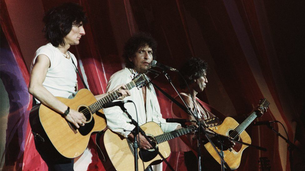 Ronnie Wood, Bob Dylan and Keith Richards perform at Live Aid