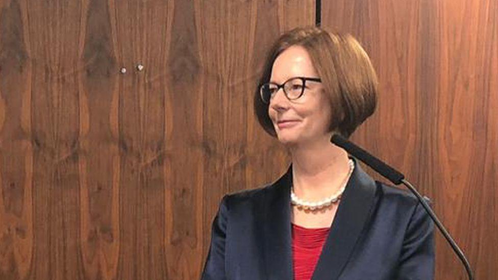Julia Gillard: Abuse of women online 'disproportionate' - BBC News
