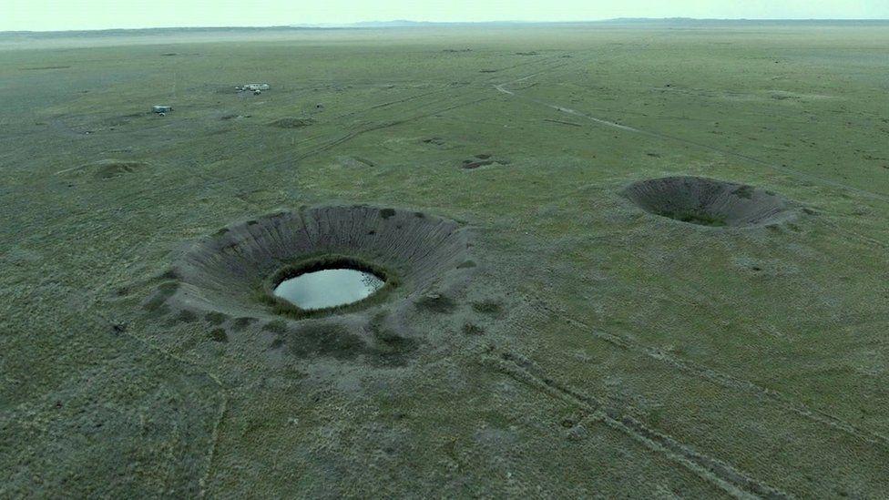 """La inquietante historia de """"El Polígono"""", el gigantesco campo de pruebas nucleares donde la Unión Soviética detonó casi 500 bombas atómicas"""