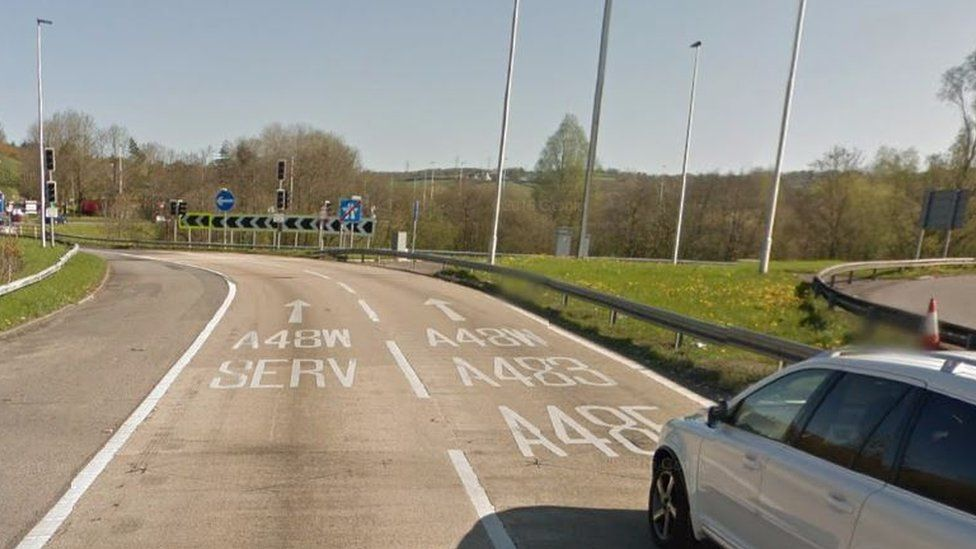 Pont Abraham roundabout