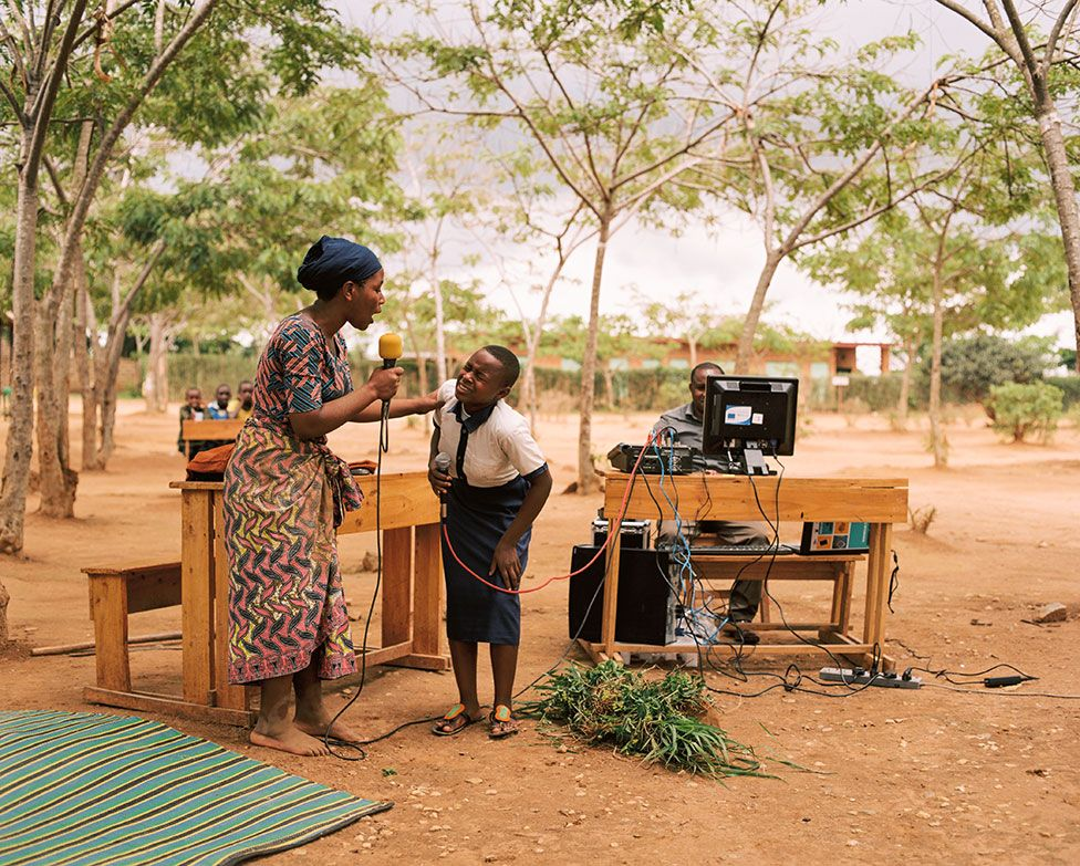 Sandrine and Solonge record a radio play outdoors