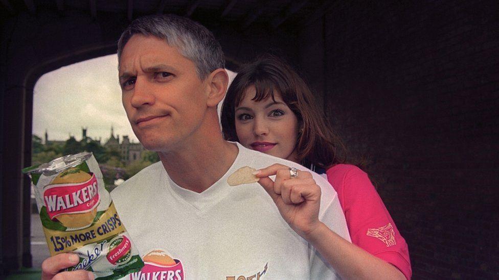 Gary Lineker and Kelly Brook advertising Walker's crisps in 1998