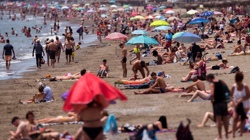 Coronavirus: UK brings back 14-day quarantine for Spain - BBC News