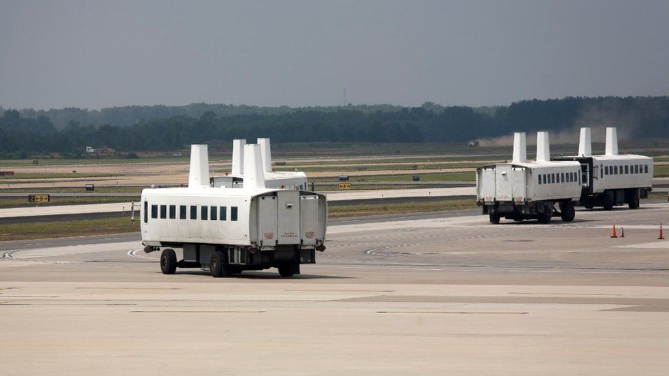'Plane mate' or 'mobile lounge' at Dulles International Airport