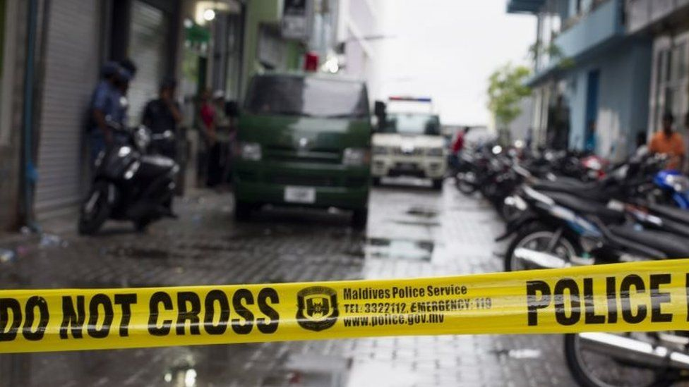 Maldives police cordon off the area as the house associated with Vice President Ahmed Adeeb is searched in Male (24 October 2015)