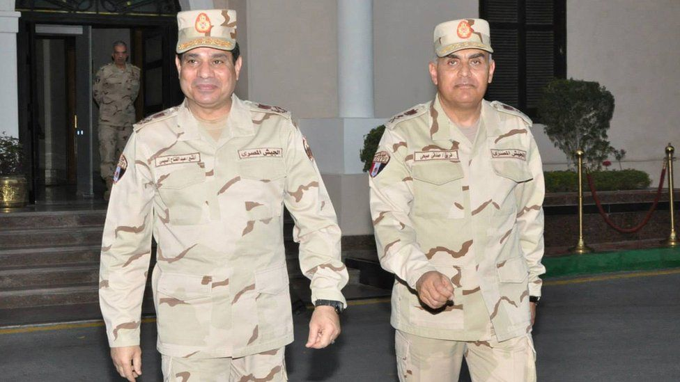 Egyptian military chief Field Marshal Abdul Fattah al-Sisi (L) walks with Gen Sidqi Sobhi (R) after meeting of the Supreme Council of the Armed Forces, in Cairo (26 March 2014)