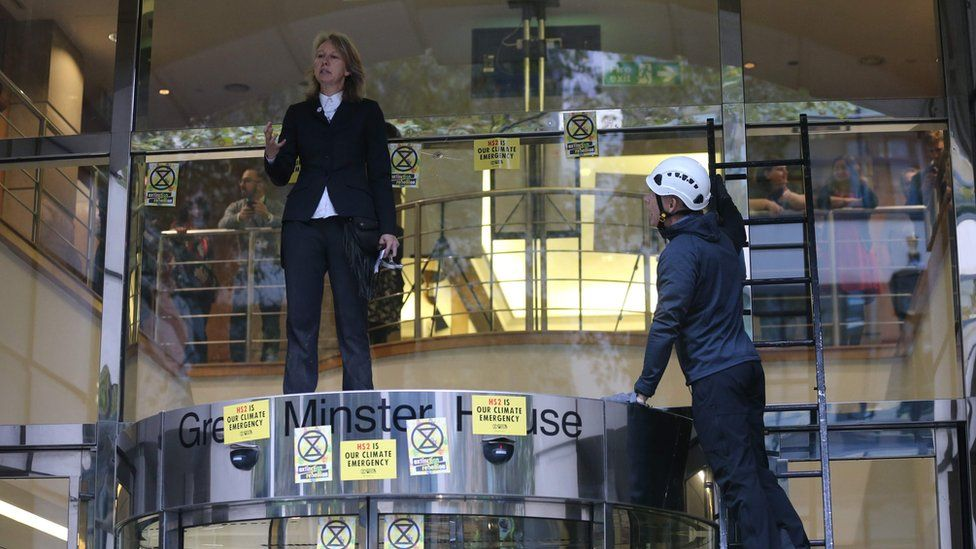 Extinction Rebellion protests continue in London despite ban
